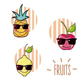 Satz runde Ikonen der netten Fruchtkarikaturen