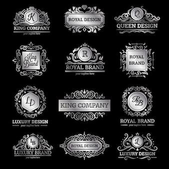 Satz silberne luxusaufkleber mit verzierten dekorationen der flourishes und der monogramme