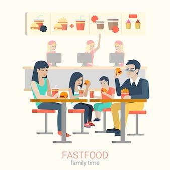 Satz stilvolle glückliche lächelnde familie mutter vater tochter sohn figuren sitzen fastfood-tisch essen burger pommes. flache menschen lebensstil situation fast-food-café restaurant mahlzeit zeitkonzept.