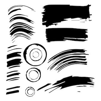 Satz tintenabdrücke. schwarze drucke, striche, flecken auf einem isolierten weißen hintergrund