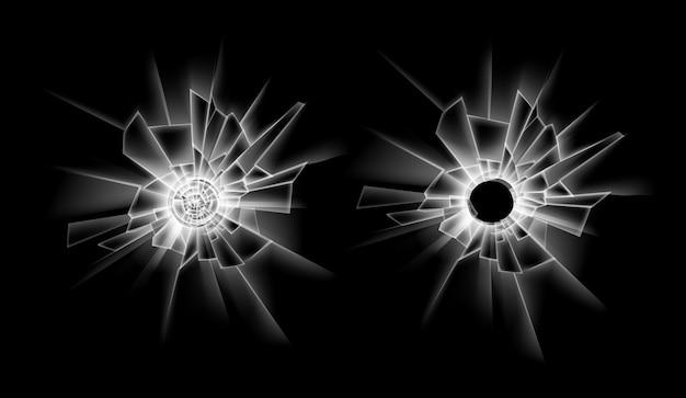 Satz transparente rissige zerbrochene glasfenster mit zwei einschusslöchern nahaufnahme isoliert auf dunkelschwarzem hintergrund