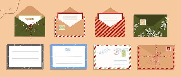 Satz umschlag, briefe und postkarten. offener umschlag mit stempel im flachen stil