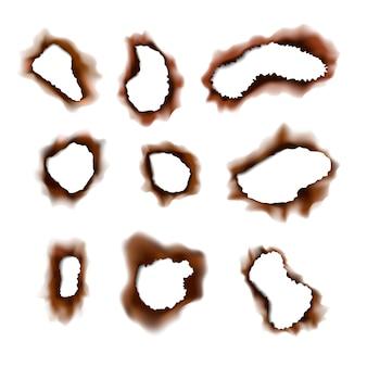Satz verbrannter zerrissener löcher in papier auf weiß