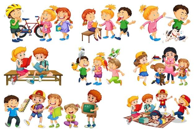 Satz verschiedene kinder, die mit ihrem spielzeugkarikaturcharakter lokalisiert auf weißem hintergrund spielen