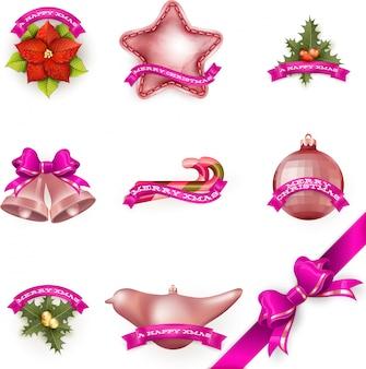Satz von attributen und spielzeugen, die verwendet werden, um einen weihnachtsbaum zu schmücken.