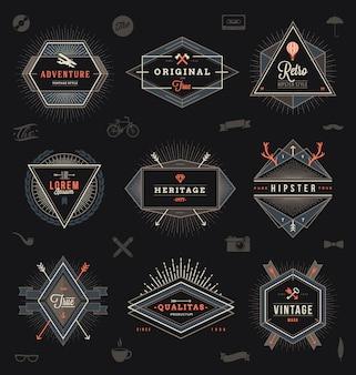 Satz von emblemen, etiketten und zeichenillustration im hipster-stil