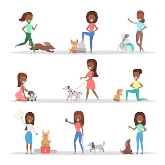 Satz von frauen, die ihre niedlichen hunde gehen, spielen und trainieren. mädchen kümmern sich um die haustiere. illustration