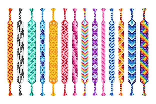 Satz von mehrfarbigen handgemachten hippie-freundschaftsbändern von fäden isoliert auf weißem hintergrund.