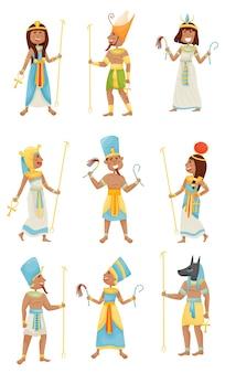 Satz von menschen in kostümen der ägyptischen pharaonen