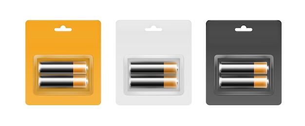 Satz von schwarzen goldenen glänzenden alkalischen aa-batterien in der gelben schwarzen grauen blisterpackung, die für branding-nahaufnahme lokalisiert auf weißem hintergrund verpackt wird