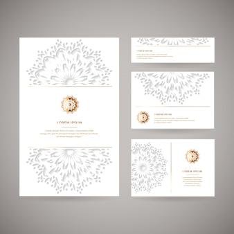 Satz von vier dekorativen goldkarten mit orientalischem blumenmandala