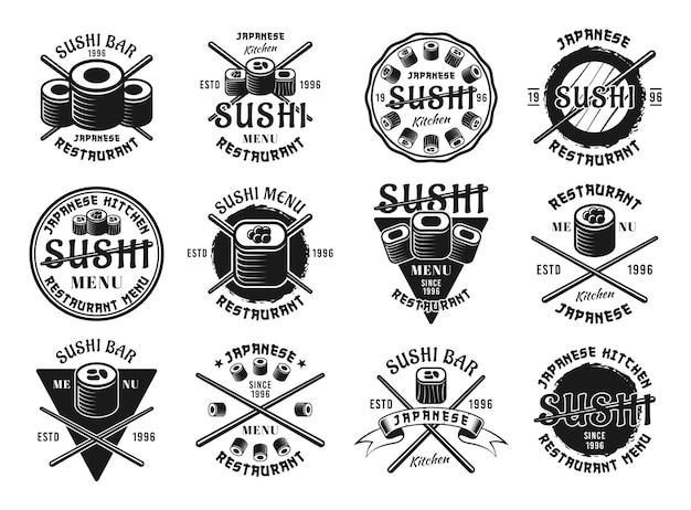 Satz von zwölf sushi-vektoremblemen, etiketten, abzeichen, stempeln oder logos im vintage-monochrom-stil einzeln auf weißem hintergrund