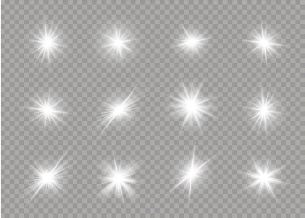 Satz weiß leuchtende sterne mit lichtstoß. blendexplosion, funkeln, linie, sonneneruption. satz helle sterne auf einem transparenten hintergrund. funkelnde magische staubpartikel. illustration ,.