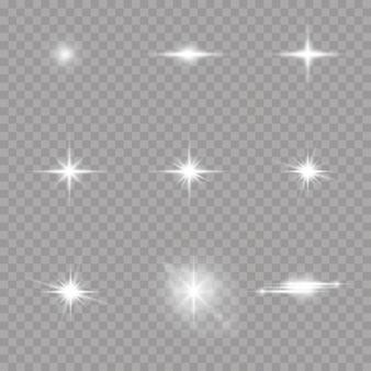 Satz weiß leuchtende sterne mit lichtstoß. blendung, explosion, funkeln, linie, sonneneruption. satz helle sterne auf einem transparenten hintergrund. funkelnde magische staubpartikel.