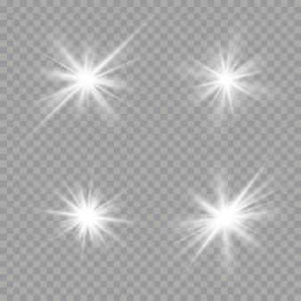 Satz weiß leuchtende sterne mit lichtstoß. blendung, explosion, funkeln, linie, sonneneruption. satz helle sterne auf einem transparenten hintergrund.