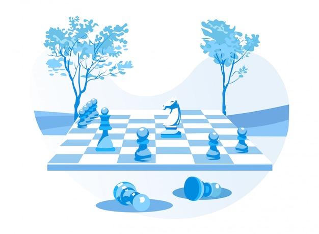 Schachbrett mit schachfiguren über natürlichem hintergrund