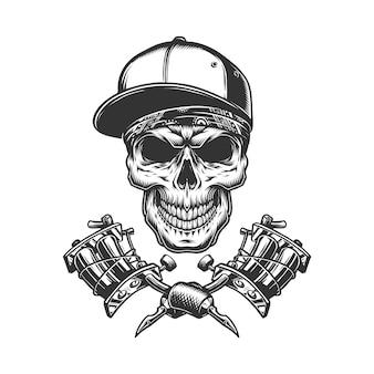 Schädel in kopftuch und baseballmütze