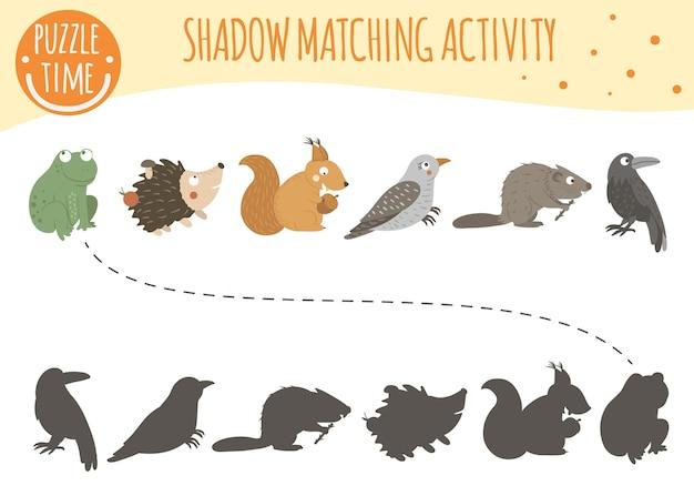 Schatten-matching-aktivität für kinder mit waldtieren.