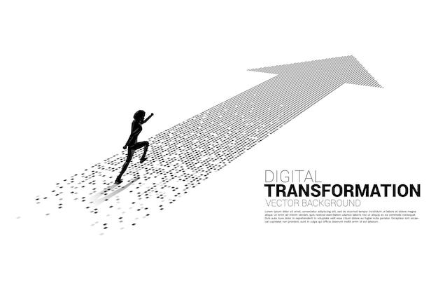 Schattenbild des geschäftsmannes, der auf dem pfeil vom pixel läuft. konzept der digitalen transformation des geschäfts.