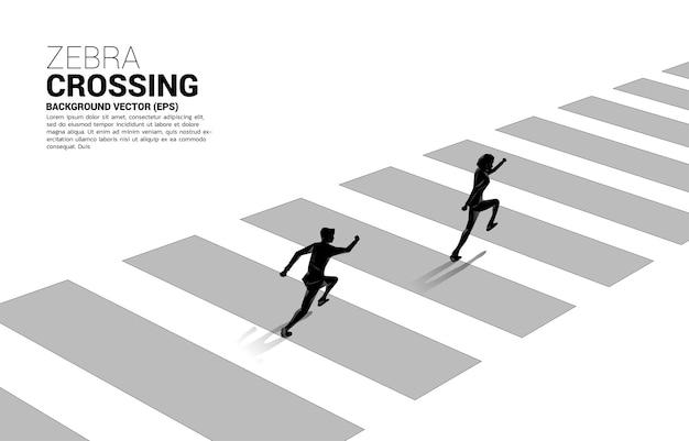 Schattenbild des geschäftsmannes, der auf zebrastreifen läuft. konzept der sicheren zone und geschäftsfahrplan.