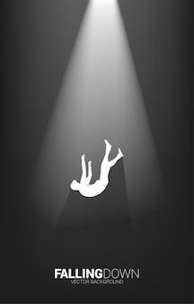 Schattenbild des geschäftsmannes, der in das licht fällt. konzept für ausfall und versehentliches geschäft