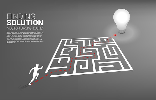Schattenbild des geschäftsmannes, der mit dem wegweg läuft, um das labyrinth zur glühbirne zu verlassen