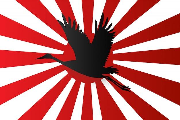 Schattenbild des japanischen kranes oninesischen hintergrund der marineflagge roten aufgehende sonne fliegend