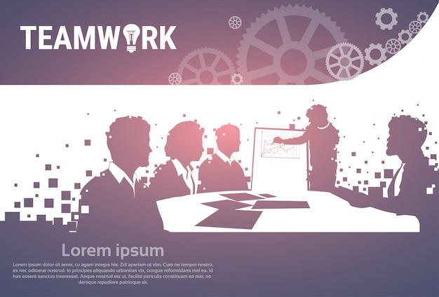Schattenbild-geschäftsleute team with flip chart seminar-schulungskonferenz brainstorming presentati