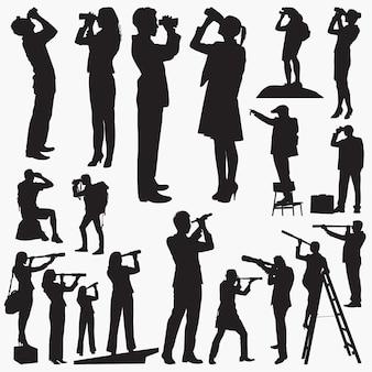 Schattenbilder, die durch ferngläser und teleskope schauen