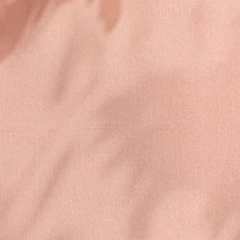 Schattenrosa hintergrund mit zementtextur