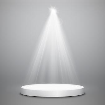 Scheinwerfer mit podium isoliert. glühender lichteffekt des vektors mit strahlen