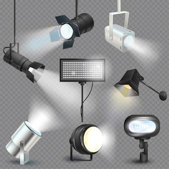 Scheinwerferlichtshowstudio mit punktlampen auf theaterbühnenillustrationssatz von projektorlichtern, die filmausrüstung fotografieren, lokalisiert auf transparentem hintergrund