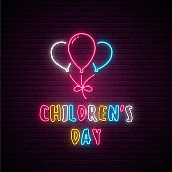 Schild zum neon-kindertag.