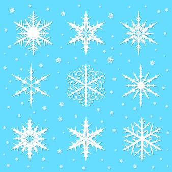 Schneeflocken auf blau gesetzt
