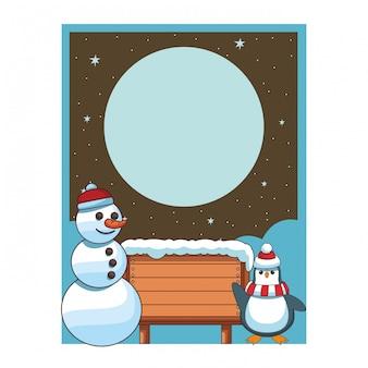 Schneemann und pinguin mit unbelegter holzschildkarte