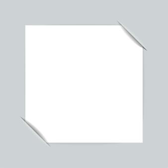 Schneidet das papier zum anhängen eines fotos ein.