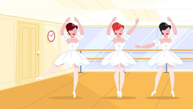 Schöne ballenpresse, die in der tanzklasse auftritt