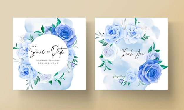 Schöne blaue hochzeitseinladungskarte mit blumen