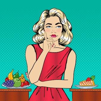 Schöne frau, die nahrung zwischen früchten und käsekuchen wählt. pop-art.
