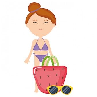 Schöne frau mit badeanzug und handtasche