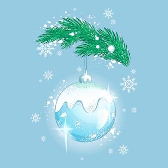 Schöne funkelnde glaskugeldekoration für den weihnachtsbaum. weihnachtsbaumspielzeug mit lichtern und schneeflocken