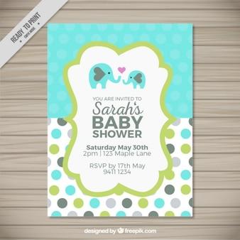 Schöne gepunktete karte für baby-dusche mit niedlichen elefanten