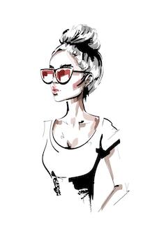 Schöne junge frau in der sonnenbrille