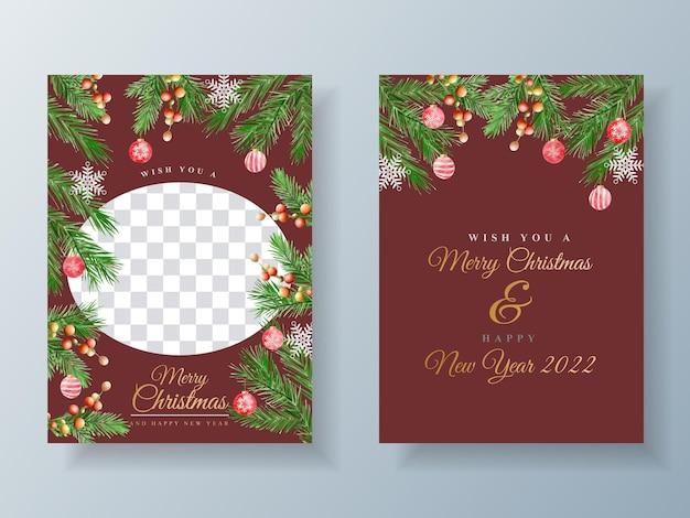 Schöne kartenvorlage mit blumen- und weihnachtsornamenten