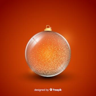 Schöne kristallweihnachtskugel auf einfachem hintergrund