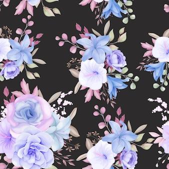 Schöne lila und blaue blumen und blätter nahtloses musterdesign Kostenlosen Vektoren