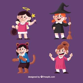 Schöne mädchen mit halloween kostümen