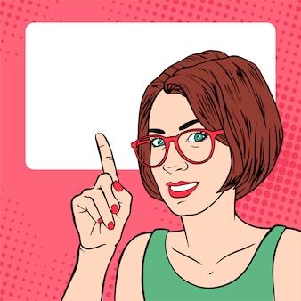 Schöne mädchengeschäftstrainerfrau mit zeigefinger