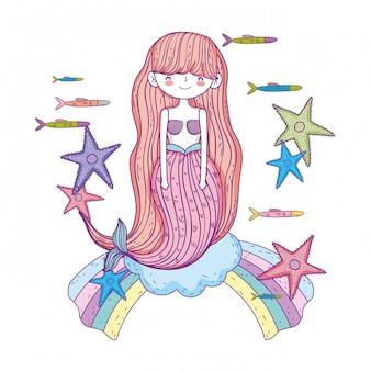 Schöne meerjungfrau mit starfishes in den wolken