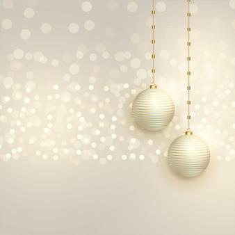 Schöne weihnachtskugeln auf bokeh hintergrund